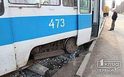 В Кривом Роге трамвай сошел с рельсов