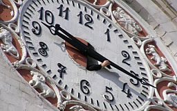 Лето уже близко: На этой неделе Украина переводит время