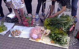 Стихийные рынки в Кривом Роге: Почему продают и зачем покупают еду, которая находится под ногами
