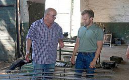 Константин Усов помог волонтёрам обеспечить танки 17-й бригады дополнительной защитой
