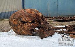 Братская могила под СТО. В Кривом Роге найдены останки солдат