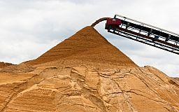 120 тонн/день. В Кривом Роге незаконно добывали песок