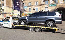 Прямо с дороги: в Кривом Роге полицейские эвакуировали Toyota Prado
