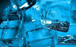 Кондиционеры и холодная вода – главные источники простуды летом