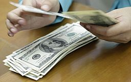 «Нечистый на руку»: Полицейский и его пособник попались на взятке в несколько тысяч долларов