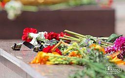 В Кривом Роге вандалы поломали памятники двум героям АТО
