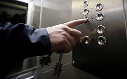 В криворожской многоэтажке отключили лифт из-за долгов