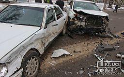 В Кривом Роге столкнулись Lexus и Mercedes