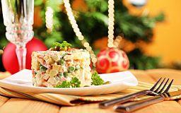 Как избежать переедания на новогодние праздники. Советы гастроэнтеролога