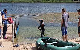Подготовка к лету: В Терновском районе почистили водоем