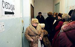 Украинцам подняли зарплаты и пенсии