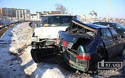 В Кривом Роге столкнулись Ford и ВАЗ. Есть пострадавшие