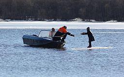 В Днепропетровской области компанию рыбаков унесло по течению на отколовшейся льдине