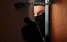 В Кривом Роге грабители вломились в квартиру и угнали автомобиль. Был объявлен план «Перехват»