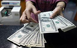 Жители страны купили у банков меньше инвалюты, чем «сдали»