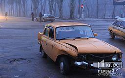 В Кривом Роге Opel влетел в Москвич, который ехал на красный свет