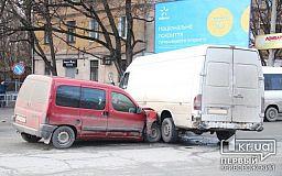 ДТП в Кривом Роге: Невнимательность водителя могла забрать жизнь автомобилиста