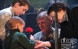 В ДК «Металлургов» отметили годовщину выхода из Дебальцевского окружения
