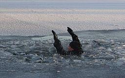 В Кривом Роге прохожий вытащил из воды пожилого мужчину, который провалился под лед