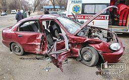 ДТП в Кривом Роге: Vito протаранил Daewoo, есть пострадавшие