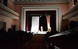 В Кривом Роге представили публике моноспектакль «Оскар и Розовая Дама»