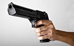 Криворожане с топором и пистолетом напали на семью с ребенком