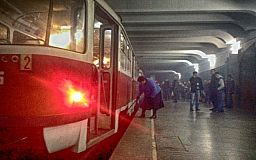 В Кривом Роге горел трамвай. Очевидцам запрещали фотографировать