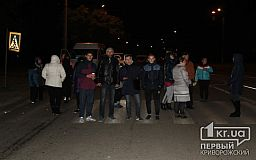 Перекрыто транспортное движение по улице Домностроителей. Криворожане требуют прибытия городских властей