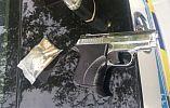 На детской площадке с пистолетом: в Кривом Роге задержан вооруженный молодчик