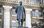 Жители Кривого Рога возложили цветы к памятнику Тараса Шевченко