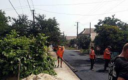 Чтоб хорошо жилось: На улицах Долгинцевского района кладут асфальт