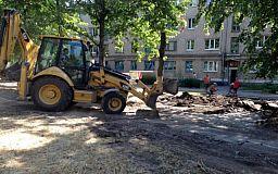 Наводят порядок: В Терновском районе чинят наружное освещение, а в Покровском - реконструируют сквер