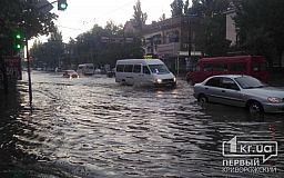 Непогода в Кривом Роге: Реки вместо дорог, оборванные провода и поваленные деревья