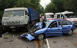 «Daewoo» занесло под «КамАЗ»: В результате ДТП пострадали 4 человека