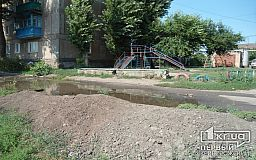 Питьевая вода пополняет реку Саксагань: аварию на водопроводе не устраняют уже 2 недели