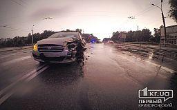 Тройное ДТП в Кривом Роге: Водитель Копейки вылетел через лобовое стекло