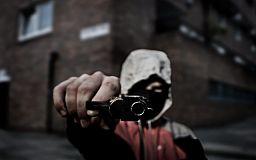 За расстрел из пистолета статья по хулиганству: в Кривом Роге разыскивают стрелков