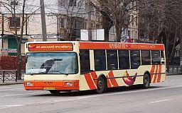 Перегруз вносит свои коррективы в работу маршрута №228: Автобус сбрасывает скорость и блокирует переключение передач