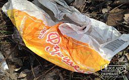 «Свидетели событий»: Мусор из супермаркета Фуршет летит во дворы частных домов