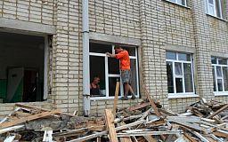В рамках акции «Подари окно школе» в учебных заведениях района проведен демонтаж окон