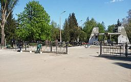 Город готовится к праздникам. В Долгинцевском районе подготовка идет полным ходом