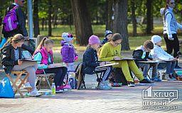 Криворожские художники пришли в парк порисовать