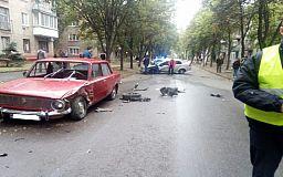 ДТП с потерпевшим. В Кривом Роге пьяный водитель врезался в ВАЗ