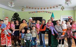 Школярі Інгулецького району подарували справжню новорічну казку вихованцям Криворізького спеціалізованого будинку дитини