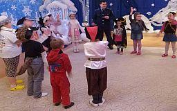 «Новорічні дива» від співробітників молодіжної превенції Жовтневого відділення поліції міста Кривого Рогу для дітей з навчально-реабілітаційного центру