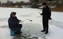 Криворожские спасатели призывают рыбаков быть осторожными на льду
