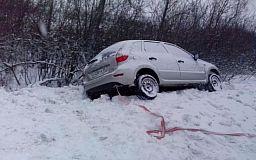 Спасатели доставали автомобиль с кювета на трассе «Кривой Рог - Кировоград»
