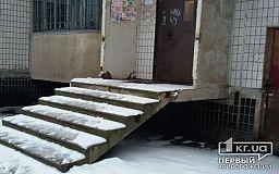 «Свидетели событий»: На входе в дом Терновского района отсутствуют перила