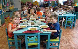Родители будут платить меньше: Криворожский горсовет увеличит финансирование на питание детей в детcких садах