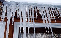 Внимание криворожане! Возможен сход снега с крыш и падение сосулек